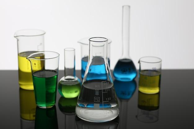 Bulbo da indústria química com magenta azul