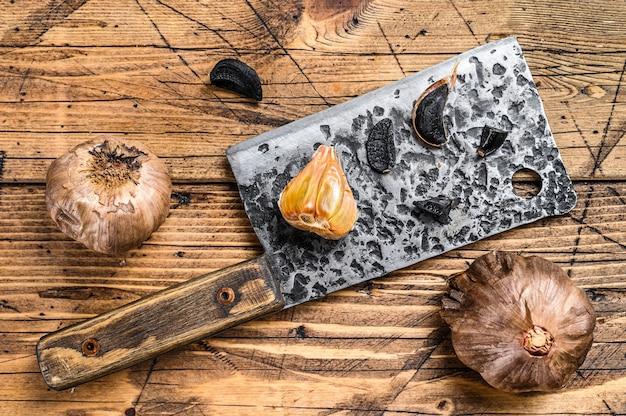 Bulbos fermentados e dentes de alho preto