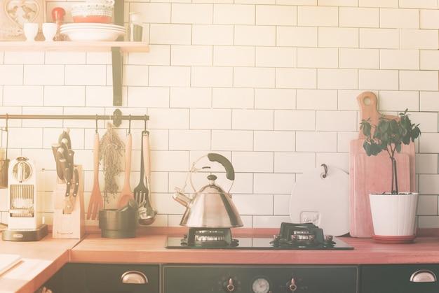 Bule de fogão de cozinha mesa de cozinha zona de casa de cozinha