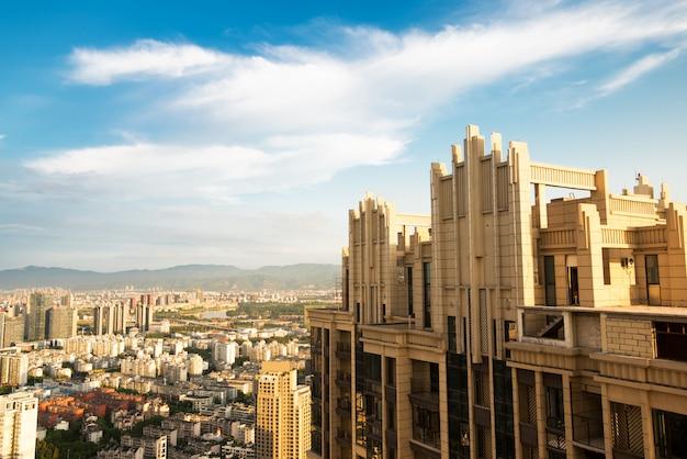 Bund xangai com brilho da manhã, bela cidade moderna, china