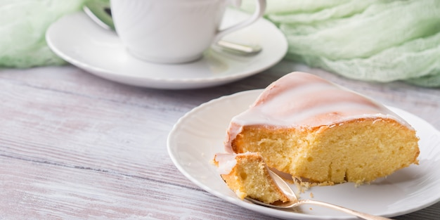 Bundt bolo com cobertura. sobremesa festiva de páscoa