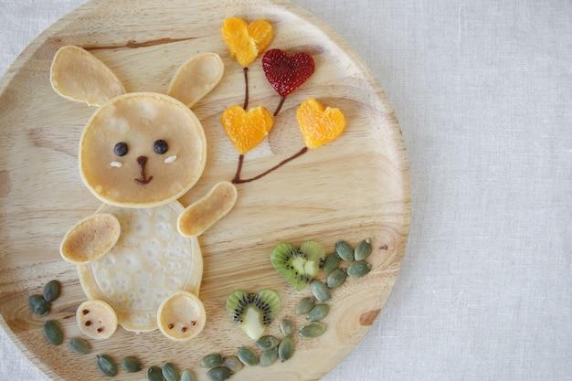 Bunny panqueca café da manhã, divertido arte de comida para crianças