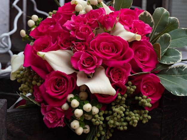 Buquê casamento, de, iaque, crimson, rosas