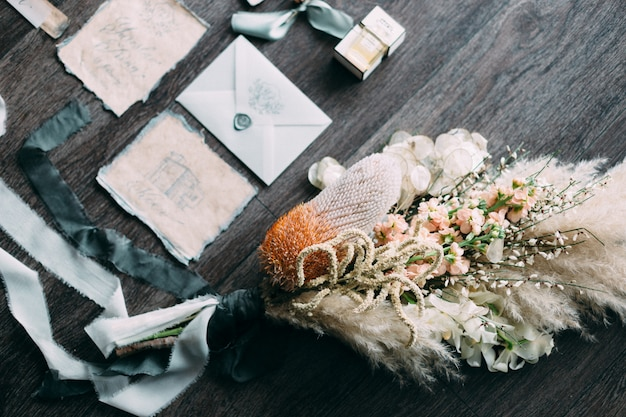 Buquê de casamento bonito rústico