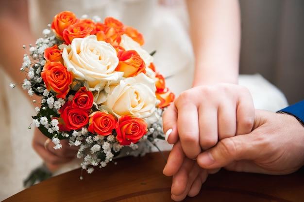 Buquê de casamento, buquê de lindas flores no dia do casamento