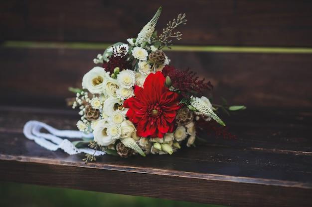 Buquê de casamento colorido