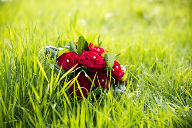 Buquê de casamento com rosas vermelhas