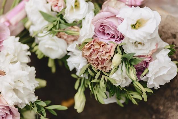 Buquê de casamento e decoração de casamento, flores e arranjos florais de casamento