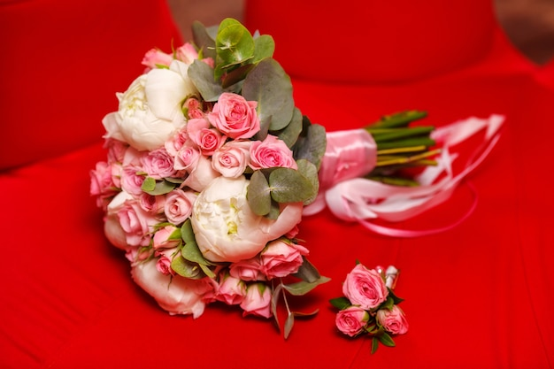 Buquê de casamento lindo peônia e rosa