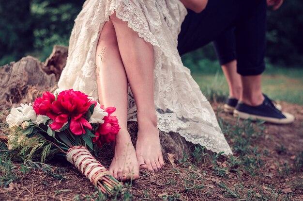 Buquê de casamento no chão