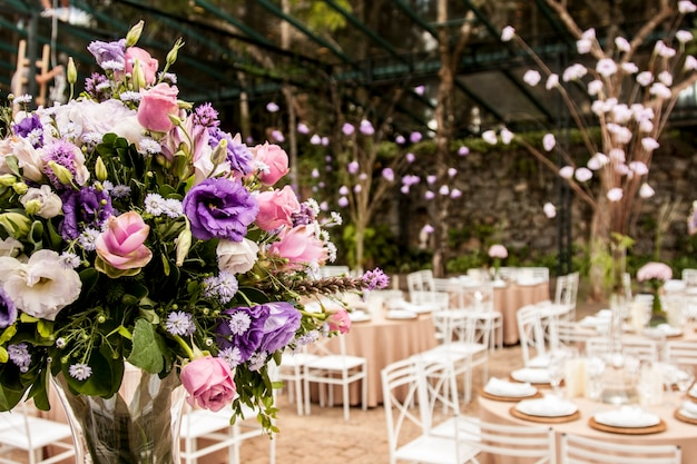Buquê de flores em festa de salão