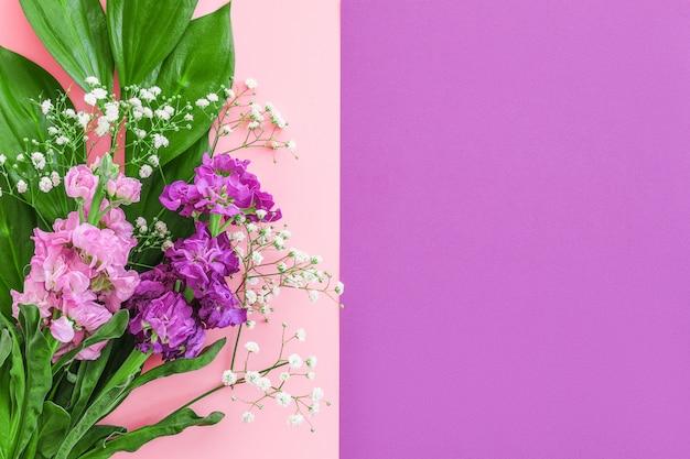 Buquê de flores em rosa roxo