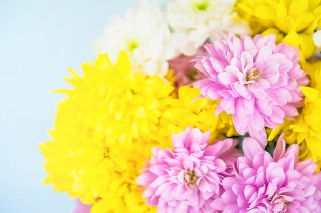 Buquê de flores frescas e brilhantes