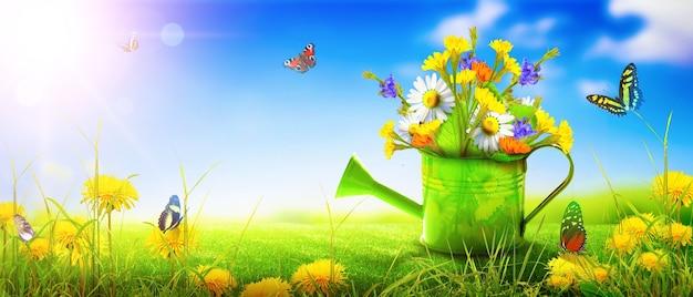Buquê de flores silvestres coloridas em um regador com borboletas.