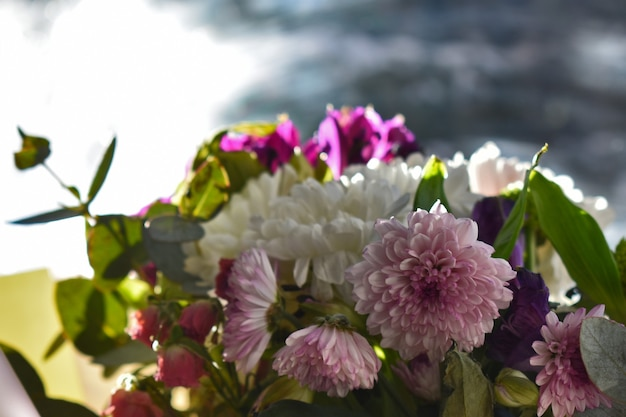 Buquê de flores silvestres frescas de primavera