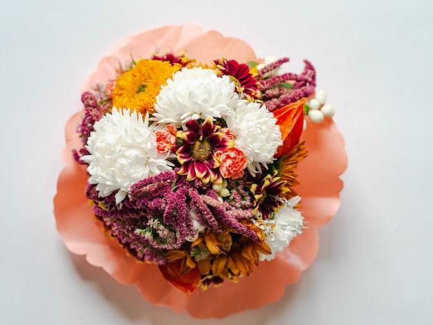 Buquê de outono com várias flores de jardim