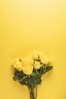 Buquê de rosas amarelas frescas