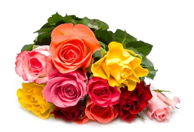 Buquê de rosas coloridas em branco