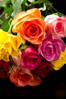 Buquê de rosas coloridas