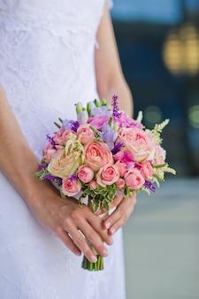 Buquê de rosas cor de rosa e brancas