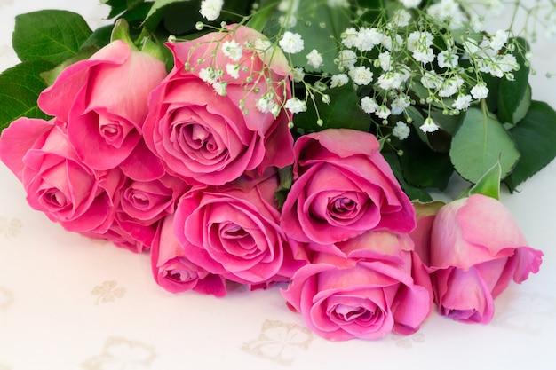 Buquê de rosas rosa floral fundo é amor ternura vintage retrô seletivo foco suave