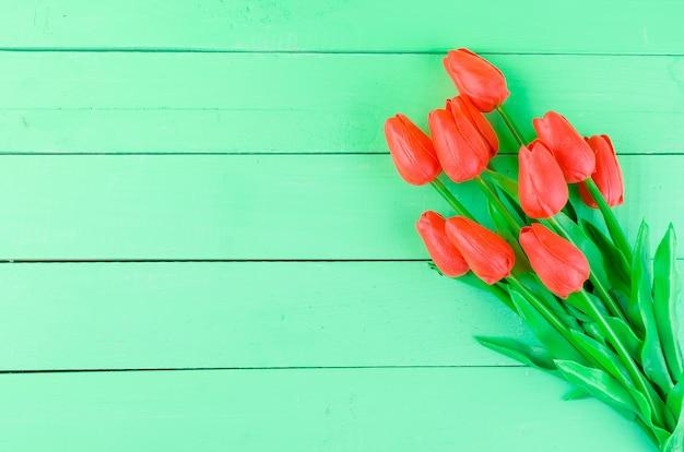 Buquê de tulipas vermelhas de primavera