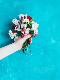 Buquê floral de verão com flores coloridas e brilhantes