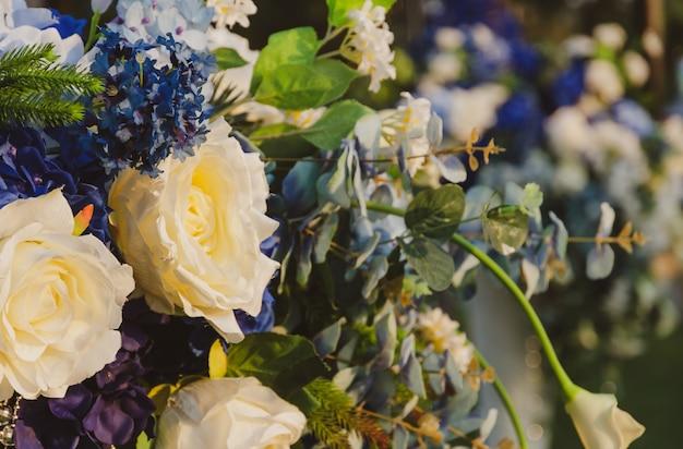 Buquês de flores de tecido artificial