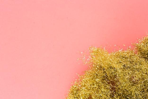 Buraco de ouropel dourado