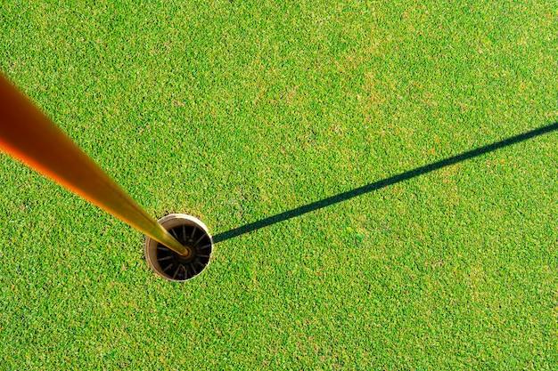 Buraco do campo de golfe