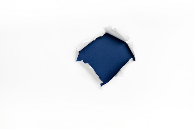 Buraco em papel branco
