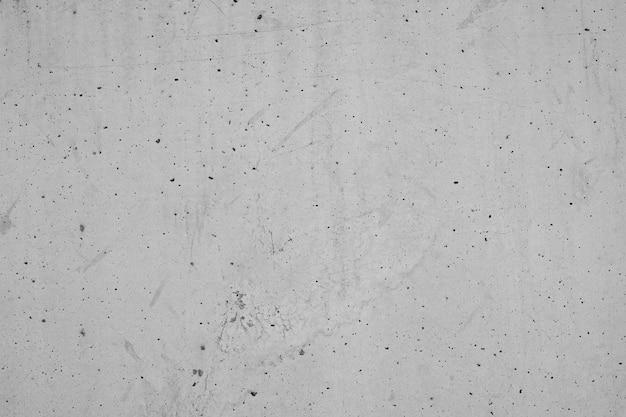 Buracos e arranhões na parede de concreto