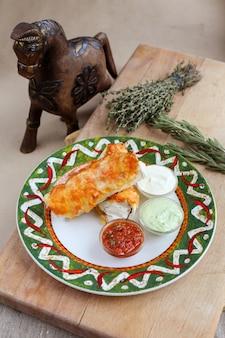 Burrito mexicano com souces