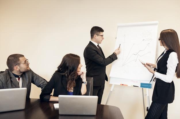Busines escritório negócio discussão jovem