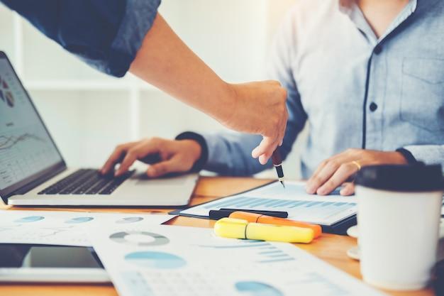 Business co working conference reunião de equipe colegas discutindo novo planejamento