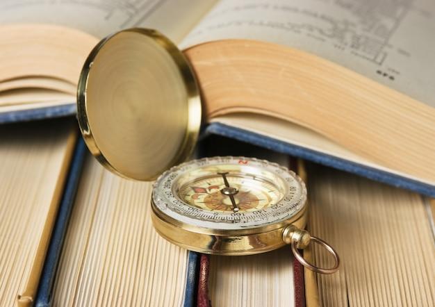 Bússola e os livros antigos
