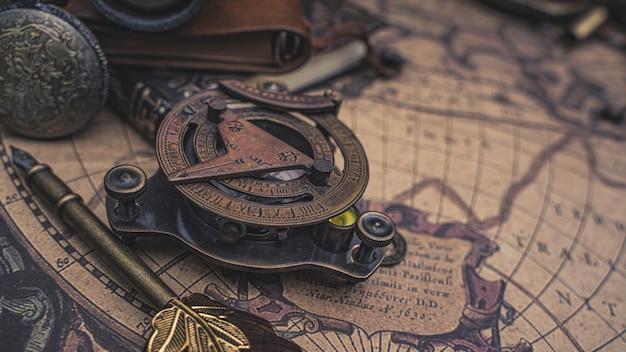 Bússola relógio de sol pirata