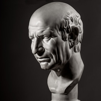 Busto de gesso branco da cabeça de cícero