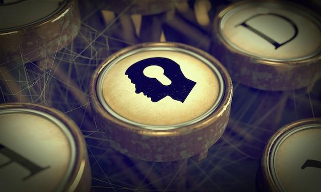 Cabeça com buraco de fechadura no botão da velha máquina de escrever