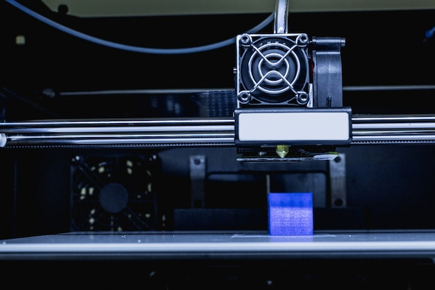 Cabeça de impressora 3d em ação