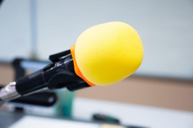 Cabeça de microfone amarela