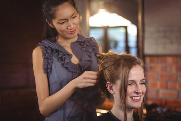 Cabeleireiro feminino, estilo de cabelo de clientes