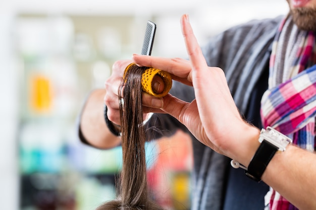 Cabeleireiro, penteado, mulher, cabelo, em, loja