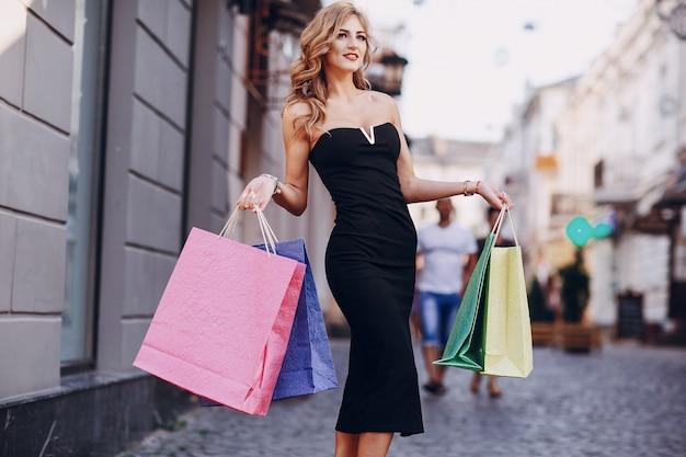 Cabelo senhora segurando loja de moda