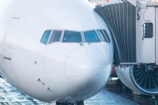 Cabina do piloto de um avião de passageiros close-up
