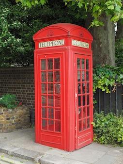 Cabine telefônica vermelha em londres
