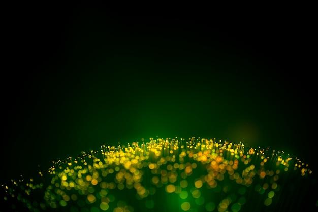Cabo de fibra óptica para rede e conceito de mídia social