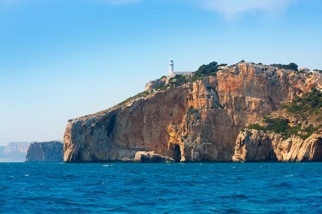 Cabo de la nao farol do cabo no mar mediterrâneo alicante