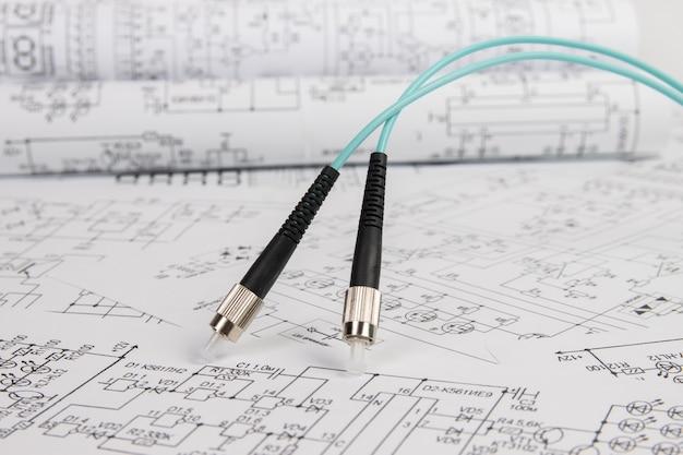 Cabo patch cord de fibra óptica em desenhos de engenharia elétrica