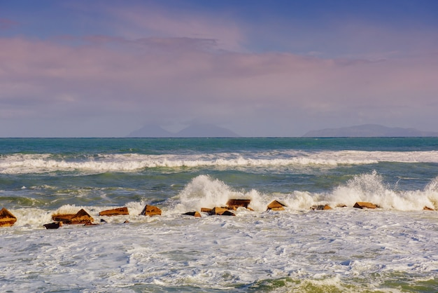 Cabo rochoso cênico milazzo.sicily do litoral, itália.